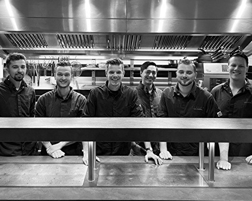 A kitchen team with ambition